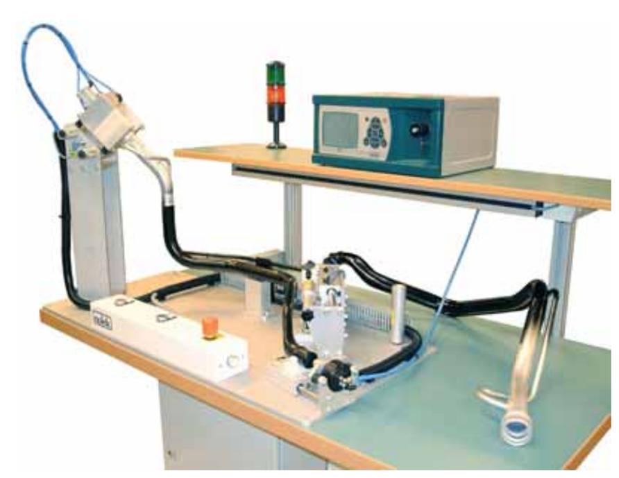 Стенд для контроля герметичности автокомпонентов Вольво на базе манометрического течеискателя